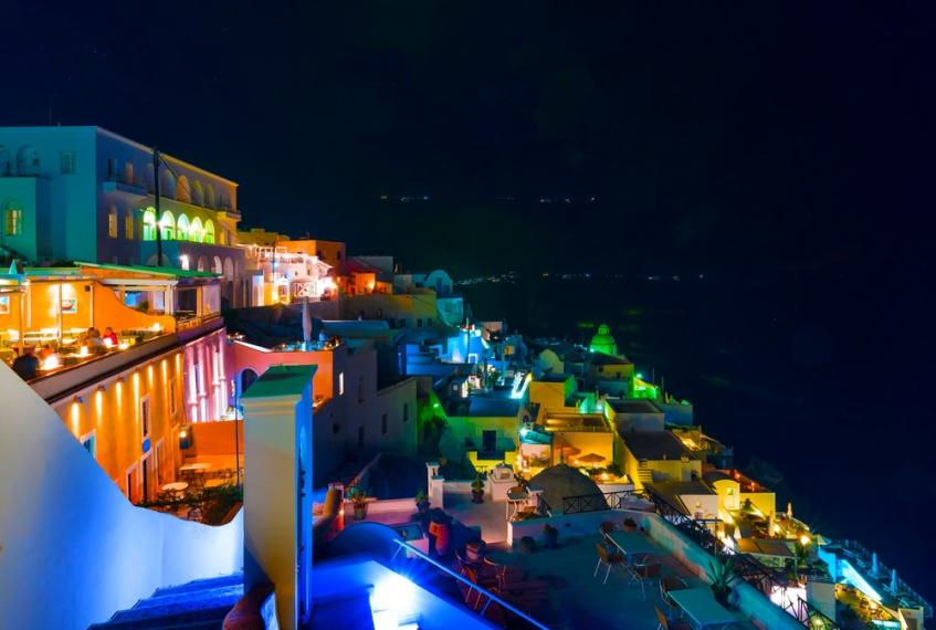 Vita-notturna-e-divertimenti-durante-le-vacanze-Santorini