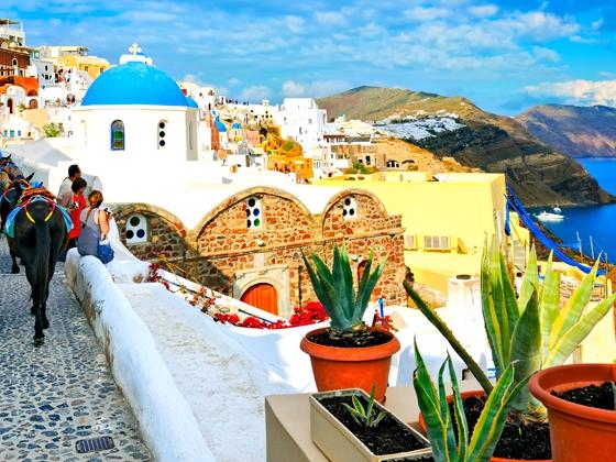 Offerta Santorini: volo da Napoli + 7 notti da € 499